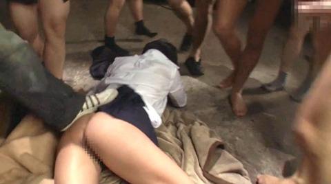 マゾ女踏みつけられて制圧される女のAVエロ画像 abeno156