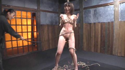 SM調教_皮膚を切り裂く一本鞭責めされる女AVエロ画像nanamiyua263