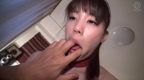 指フェラ画像 指イラマチオする女のAVエロ画像 suzumura118