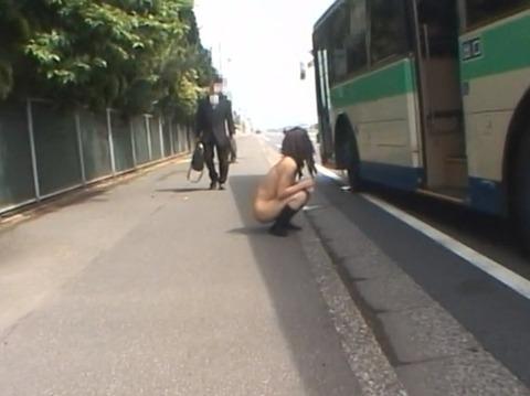 全裸野外放置される女のAVエロ画像 om253_10