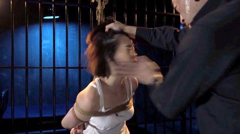 ビンタされる女 ビンタされる表情がエロい女のAV画像 nanami82