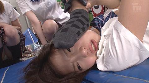 顔を踏まれて犯される姿がエロイ女のAV画像 hiroseumi08