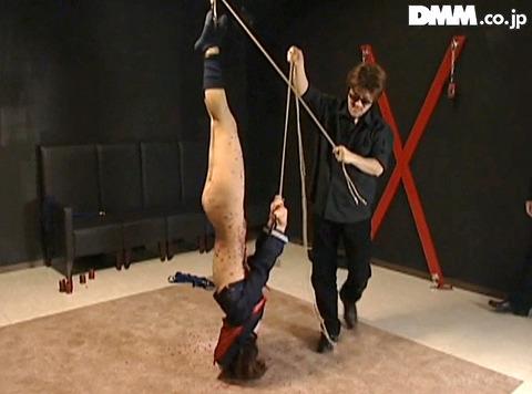SM調教 逆さ吊り にされる女 の AV エロ画像 tukigamisara15