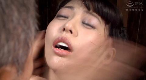 ビンタされる女 ビンタされる表情がエロい女のAV画像 nanami138
