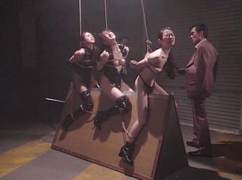 SM拷問調教 三角木馬 股間責めされる女のAVエロ画像 amemiyakoto04