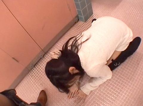 公衆便所 トイレで土下座させられる女の画像 真白希実 -SMJP