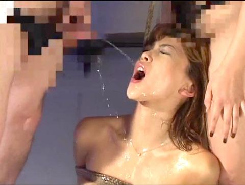 飲尿責め服従と愛情と忠誠を誓う飲尿する女のエロ画像sakurada41