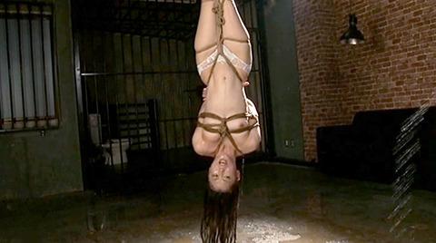 SM緊縛調教逆さ吊り責めにされる女AVエロ画像 nanasakif183