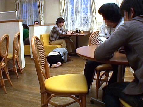 ファミレスで男に土下座する女の画像 大槻ひびき -SMJP