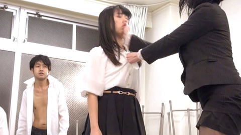 ビンタされる女 ビンタされる表情がエロい女のAV画像 nagaimihina101