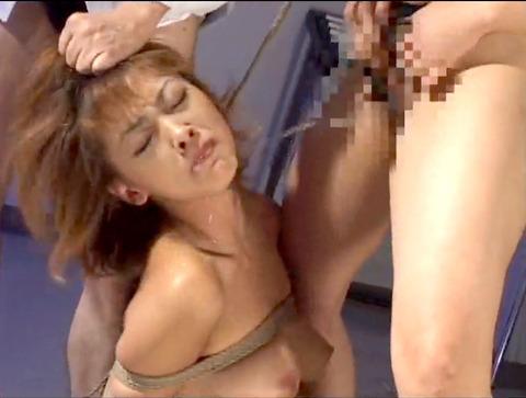 飲尿責め服従と愛情と忠誠を誓う飲尿する女のエロ画像sakura39