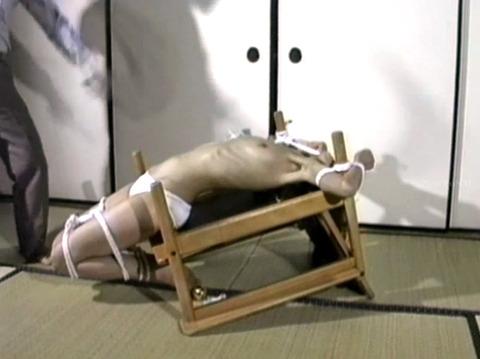 恐怖と激痛の胸への鞭責めSM調教女/胸鞭AVエロ画像koyamahitomi47