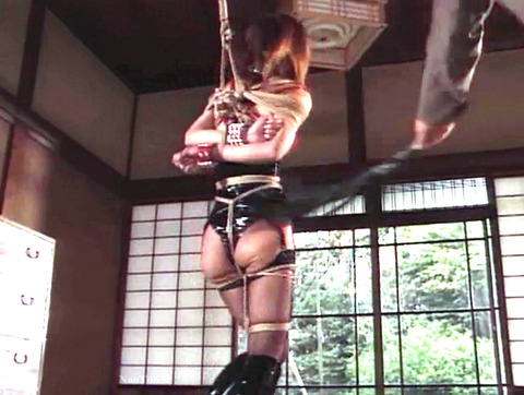 SM鞭打ち調教/鞭打たれる女のエロ画像okazakimio14