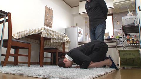 頭を床に擦り付けて土下座強要されるOL女の画像 江上しほ -SMJP