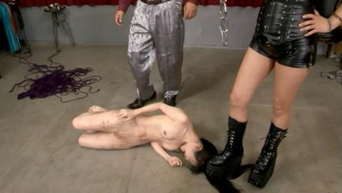 踏み付けられて犯される踏みにじられる女のエロ画像uri22