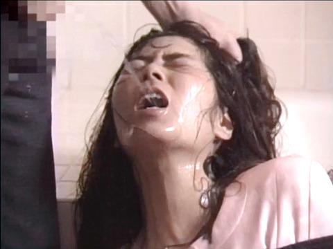 飲尿責め服従と愛情と忠誠を誓う飲尿する女のエロAV画像kimijimaai21