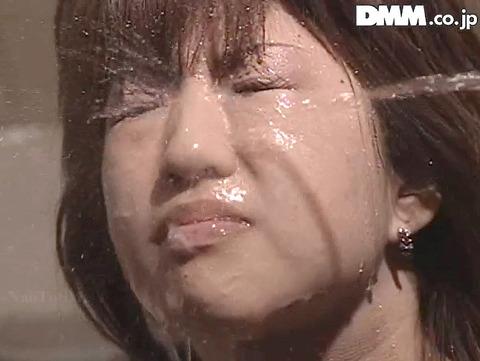 飲尿責め服従と愛情と忠誠を誓う飲尿する女のエロ画像gakuen05