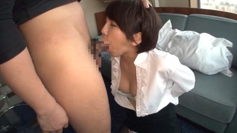立ちバックで恥ずかしく犯される女のエロ画像 takanashiayumi05