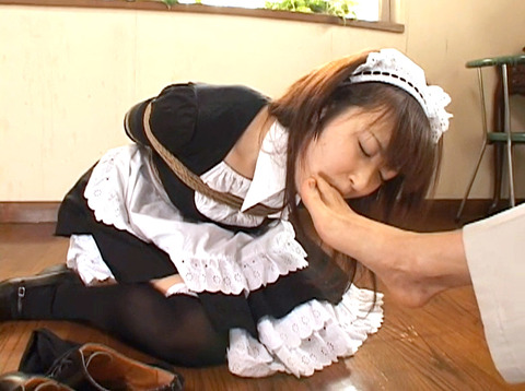 足舐め女/足を舐める女足を舐め強要姿がエロイ女の画像yukimi49