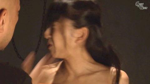 ビンタされる女 ビンタされる表情がエロい女のAV画像 sekinenami34