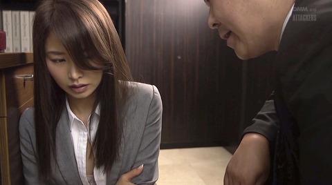 あごクイ、髪の毛グイで服従する女 夏目彩春
