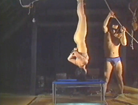 SM調教 逆さ吊り にされる女 の AV エロ画像 kagakeiko85