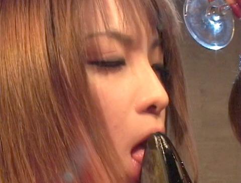 服従の誓い靴を舐める女 靴舐め女 靴を舐め女 エロ AV画像 za8_6