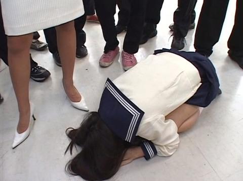 虐め土下座強要される女の画像椎名りく-SMJP