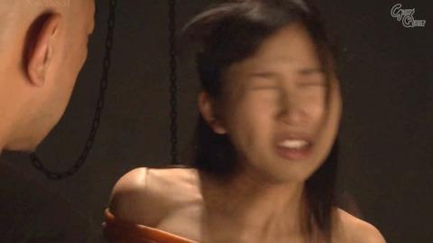 ビンタされる女 ビンタされる表情がエロい女のAV画像 sekinenami35
