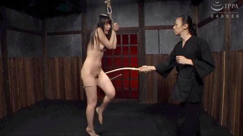 SM調教_皮膚を切り裂く一本鞭責めされる女AVエロ画像miyazaki17