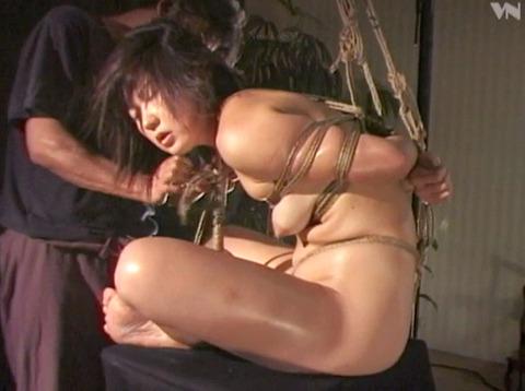 麻縄緊縛SM拘束される女のエロ画像kasagishinobu77