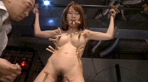 SM拷問調教 全身洗濯ばさみ責めされる女のAVエロ画像 misaki131