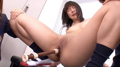 無理矢理マンコに異物挿入される惨めな女のAVエロ画像kurumi08