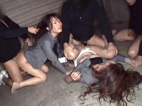 集団強姦 輪姦 集団レイプで廻される女の AVエロ画像 unoiori68