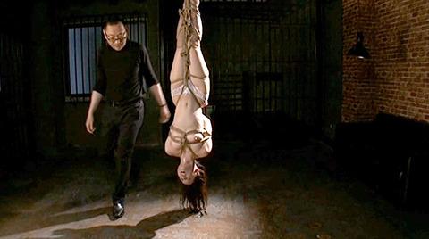 SM緊縛調教逆さ吊り責めにされる女AVエロ画像 nanasakif175
