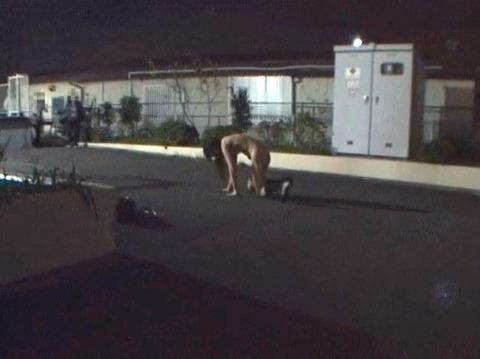 全裸野外放置される女のAVエロ画像 OM255_31