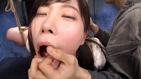 指フェラ画像/指イラマチオさせられる女のAVエロ画像_hadukimomo86