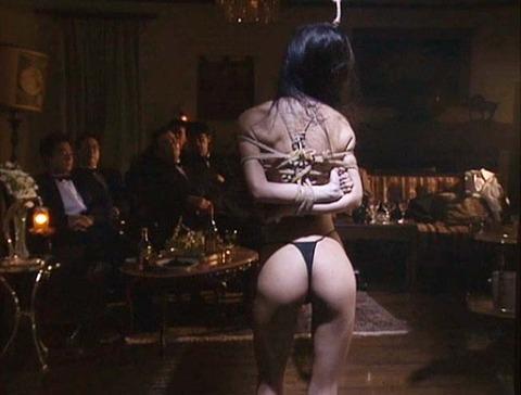 ashiya22  大勢の前で一人だけ裸にされる女の画像 CMNF画像