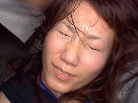 唾を吐き掛け唾を飲まされ女唾をのむ女エロAV画像unoiori17