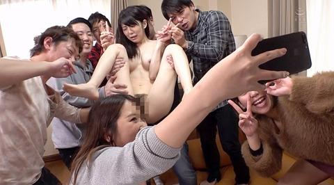 arisaka128  大勢の前で一人だけ裸にされる女の画像 CMNF画像