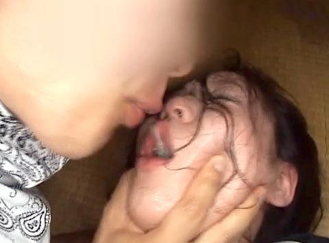 唾を吐き掛け唾を飲まされ女唾をのむ女エロAV画像hayamimomoka17