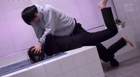 SM水責め調教/水責め拷問される女のエロAV画像_kawakami01