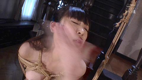 ビンタされる女 ビンタされる表情がエロい女のAV画像 kagamisara24