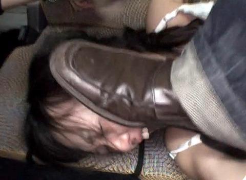 土足で 靴で顔を踏みつけられる姿が惨めでエロイ 女のAV画像 az109