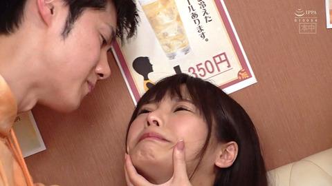 唾を吐きかけられ犯される女唾を飲まされる女エロAV画像kurukirei01