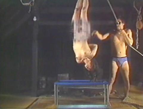SM調教 逆さ吊り にされる女 の AV エロ画像 kagakeiko81
