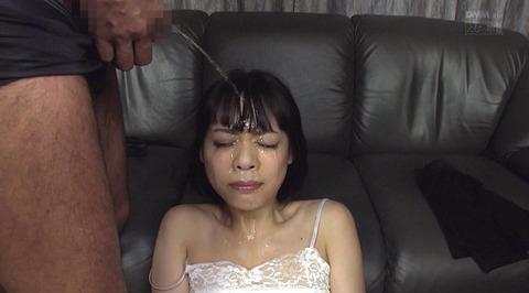 飲尿責め服従と愛情と忠誠を誓う飲尿する女のエロ画像nanami114