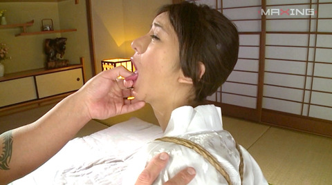 指フェラ画像/指イラマチオさせられる女のAVエロ画像_asonozomi05