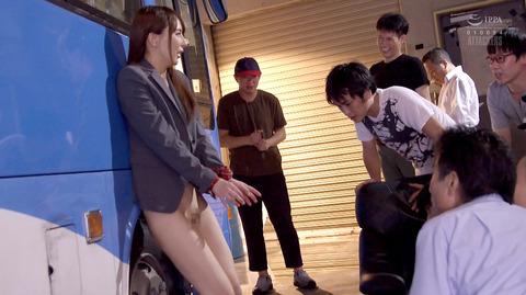 kizaki01 服を着たままヒールを履いたまま犯される女の画像