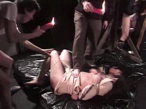踏みつけられて犯される 惨めな女の AV エロ画像 hanazawamarie18